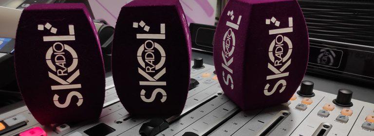 Bonnettes Skol Radio sur Table de mixage