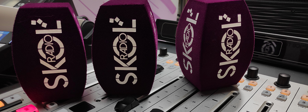 Bonnettes Skol Radio sur Table de mixage